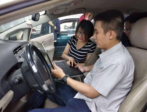 Sinh viên tiếp cận với công nghệ sửa chữa xe Hybrid trên dòng xe Toyota Prius cùng máy chẩn đoán Cartek 2