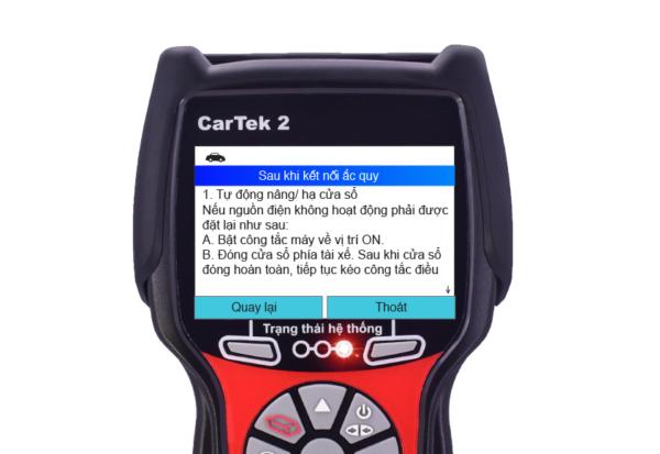 Sau khi thay thế ắc quy, thực hiện theo các bước hướng dẫn trên máy chẩn đoán để khởi tạo lại các hệ thống trên xe