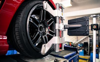 Cân chỉnh góc đặt bánh xe bằng thiết bị chuyên dùng